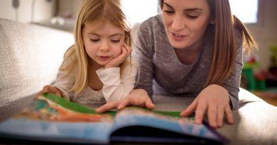 Dlaczego warto jest przyzwyczajać małe dzieci do książek? Jak to zrobić?